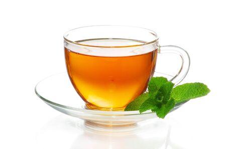 thé en coupe isolée sur fond blanc