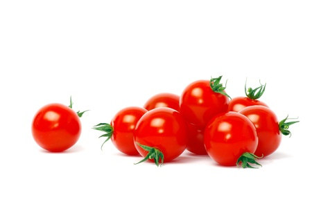 tomate cherry: Tomates cherry aislados en blanco Foto de archivo