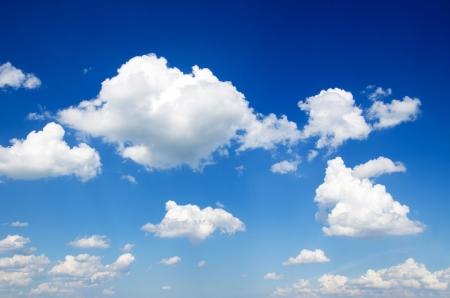 azul: cielo azul con nubes portarretrato