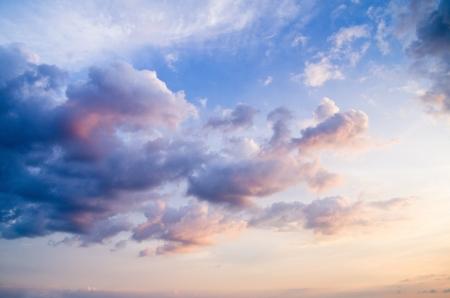 cumulus cloud: cielo con nuvole e sole