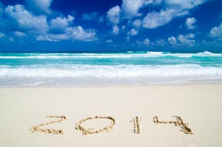 2014 jaar op het zand strand in de buurt van de oceaan Stockfoto