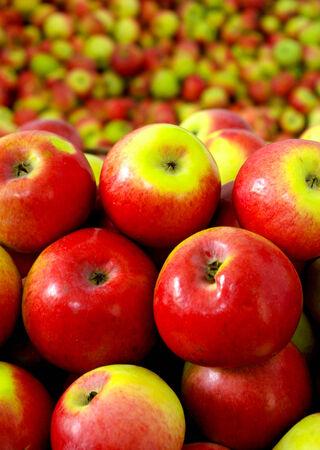 vitamines: Group red ripe apple .