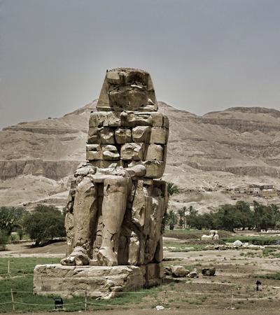 gigantesque: colosses de Memnon statues de gigantesques dans Luxor �gypte