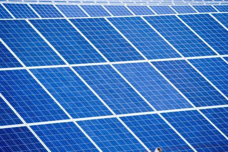 paneles solares: Detalle del panel solar abstracto - fuente de energía renovable