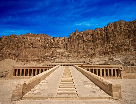 De tempel van Hatsjepsoet in de buurt van Luxor in Egypte Stockfoto