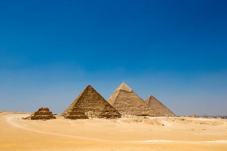 piramides met een mooie hemel van Giza in Cairo, Egypte.