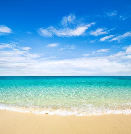 hermosa playa y el mar tropical Foto de archivo