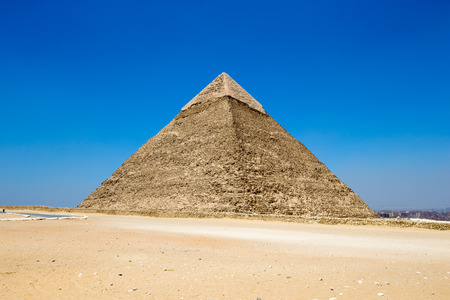 Pyramides avec un beau ciel de Gizeh au Caire, en Egypte. Banque d'images - 43716992