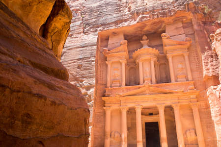 al: Al Khazneh in Petra, Jordan