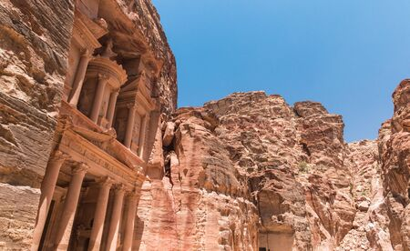 khazneh: Al Khazneh in Petra, Jordan