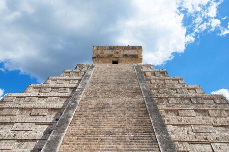 itza: Kukulkan Pyramid in Chichen Itza Site, Mexico
