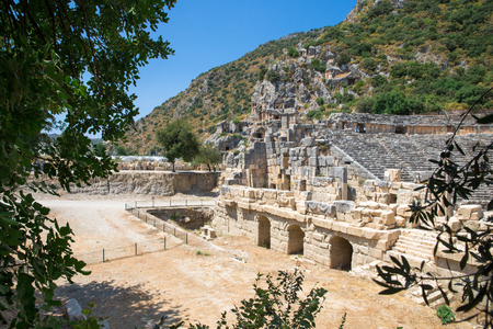 tumbas: Tumbas excavadas en la roca antiguas en Myra, Demre, Turqu�a