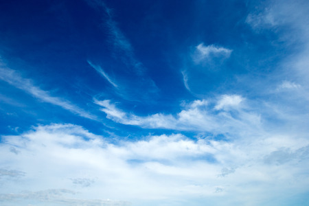 blue sky background with tiny clouds 版權商用圖片