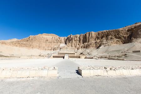 El templo de Hatshepsut cerca de Luxor en Egipto Foto de archivo - 83994088