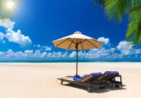 Wunderschöner Strand. Blick auf den schönen tropischen Strand mit Palmen. Ferien- und Urlaubskonzept.