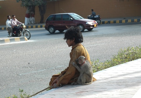 make public: PAKISTAN_KARACHI_Young teen age boy monkey charmer he makes living to show monkey actin to public and money is sources to make living i Karachi 19 April 2012