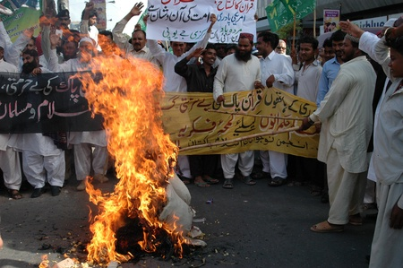 PAKISTAN_KARACHI_Pakistanis condemn and  staged protest rally against Pastor Jones from Florida,usa Jones 20  other people took part to burning Muslim Holy Book Koran last week in his church in Florid ,usa, Pakistani staged protes rally today on firday 4  Editorial