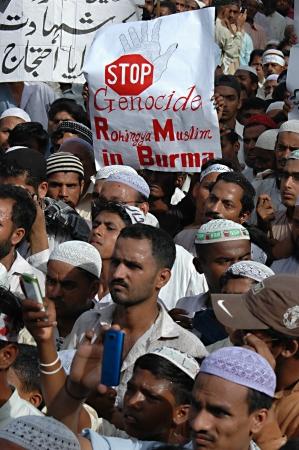 cna: Los partidarios de PAKISTAN_KARACHI_ Jameit Uelma Ilam y otros partidos religiosos vienen en thousnds y protestar contra la matanza de musulmanes Burmamies en Birmania (Marma) thousnad de Pakistán organizaron mitin cna protestantes corearon consignas agian burmies 15 de junio 2012 Editorial