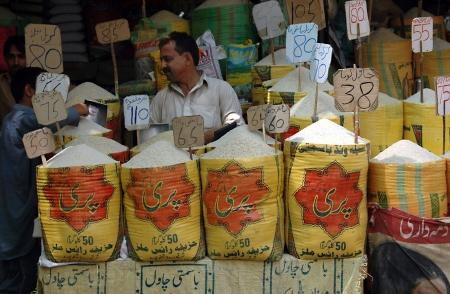 bazar: KARACHIPAKISTAN_ Food shop mark with food prices in Karachi  Saddar ood bazar per kilos 15 Sept. 2012          Editorial