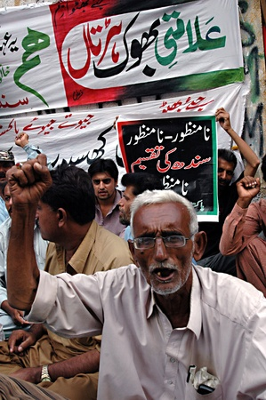 acceptable: KARACHIPAKISTAN_ Pakistan People Party murtaza group supporters  stage hunger strike and shout Divided  sindh is  not acceptable 18 Oct. 2012      Editorial