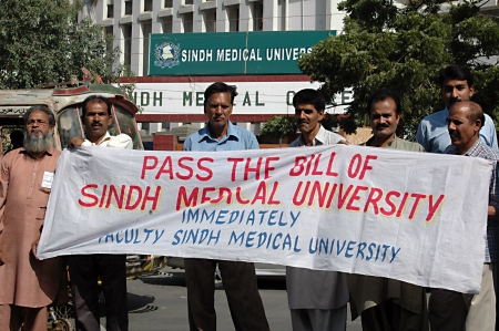 educations: KARACHIPAKISTAN_  Faculty sindh medical university staged protest rally and demond Pass the bill of Sindh medical university  Immediately 29 Nov. 2012