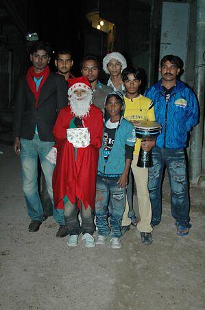 christmas carols: KARACHIPAKISTAN_  Pakistani christians youth santa christmas carols in Paksitani christms area Azam Bati 13 Dce. 2012        Editorial