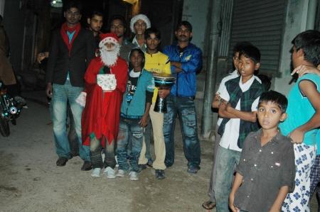 carols: KARACHIPAKISTAN_  Pakistani christians youth santa christmas carols in Paksitani christms area Azam Bati 13 Dce. 2012       Editorial