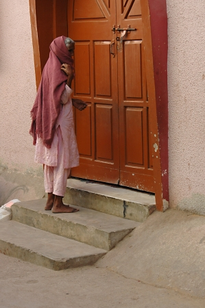 KARACHI/PAKISTAN_ Eldlere christian woman saying her prayer at Saint Paul Church door steps at Azam Basti 14 Dec. 2012       Stock Photo - 16860677
