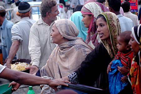 food distribution: Karachi Pakistan - BIlkees Edhi Lunger is wife of Edh and distribute free food during Ramadan this food is free with donation collected by people and for the people Free Food distribution center, 04 July 2014 Editorial