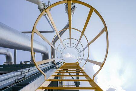 fixed: rack de tuberías y escalera fija