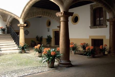 palma: Interior Courtyard Housing - Palma de Mallorca - Balearic Islands - Spain