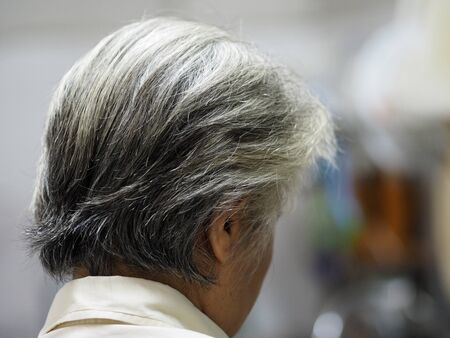 Gray hair, women become older, their hair on their head will become white Stockfoto