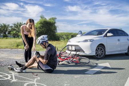 Accidente, coche, choque, bicicleta, bicicleta, carril Foto de archivo
