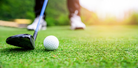 Close up golf ball on green grass field. sport golf club 版權商用圖片
