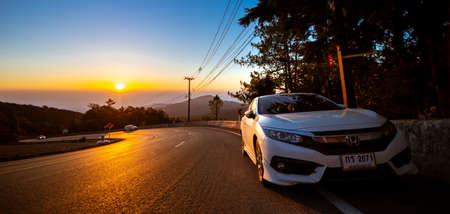 Chiang Mai, THAILAND - February 17, 2018: Tourists park their cars on Doi Inthanon viewpoint at sunrise. Éditoriale