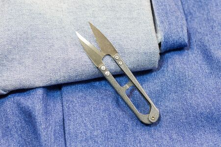 denim and scissors for cutting fabric Imagens
