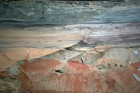 pintura rupestre: pintura antigua, Parque Nacional Phatam, Ubonrachathani, Tailandia