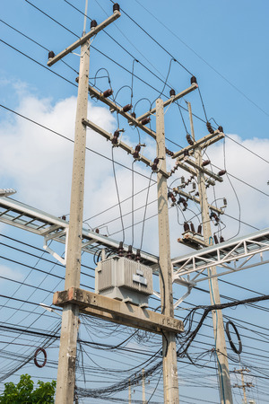 transformator: Electric transformer on the pole, Transform Electric high voltage to low voltage