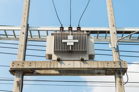alternateur: Transformateur électrique sur le poteau, Transform électrique de haute tension basse tension