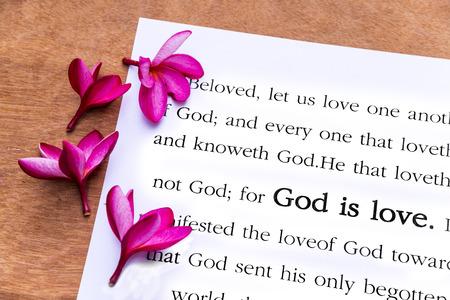 God is liefde. 1 Johannes 4: 8, Holy Bible