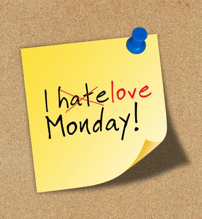 Ik hou van maandag gespeld aan een kurk prikbord