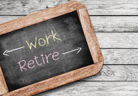 Werken of met pensioen gaan, het besluit een veroudering werknemer moet maken tussen een verblijf in de beroepsbevolking of het invoeren van pensioen