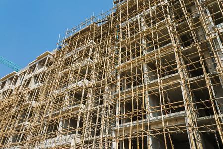 andamio: andamios de bamb� en la estructura del edificio