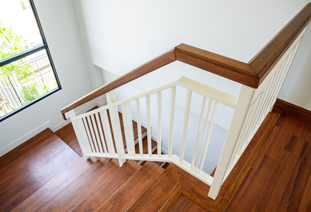 escalier bois: Wooden stairs