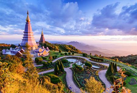 Het landschap van twee pagode, plaatst vrije tijdsreis in een Inthanon-berg, chiang MAI, Thailand. Stockfoto