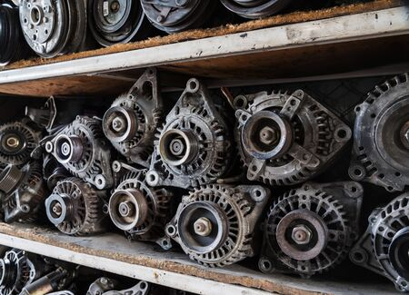 alternateur: Old car alternators on shelf.