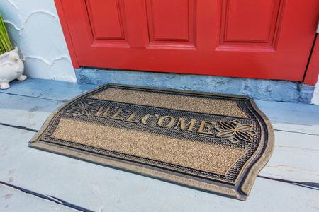 Willkommen Matte vor der Haustür Standard-Bild