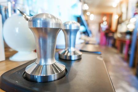 hot temper: Temper en la cafetería.