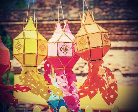 papel filtro: linternas colgantes festivo, Yee Peng Festival, Chiang Mai, Tailandia - el procesamiento de filtros de la vendimia. Foto de archivo