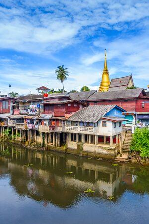 CHANTHABURI, THAILAND - MAY 12, 2017 : Village near river, Chanthaburi Old Town Waterfront ,Landmark with old building village in Chanthaburi Thailand. Stock Photo - 80141059